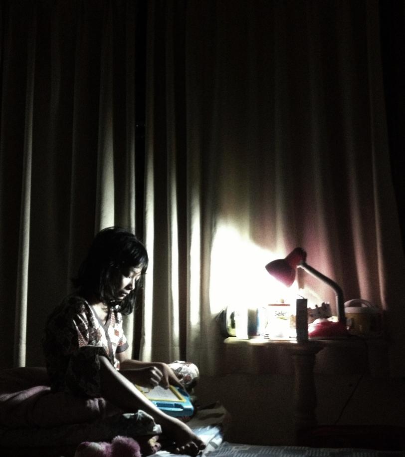 Foto Alicia sedang belajar