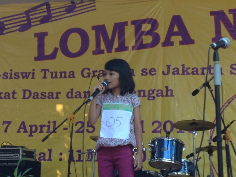 saat berlaga di final lomba nyanyi se Jakarta Selatan