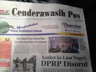 Baca koran lokal aah