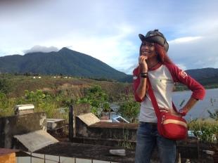Suasana Desa Tablasupa dari atas bukit makam