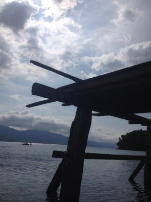 Pemandangan dari bawah di speed boat