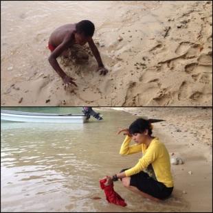 KET :  Atas : asyik bermain pasir Bawah : Stella sibuk (pura-pura) mencuci baju Faizal :D